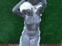 BLACK MARBLE KNEELING LADY