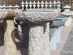 MEDIUM NATURAL BIRDBATH PINK GRANITE